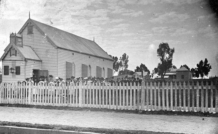 The congregation in the grounds of the Church of Christ, Kaniva, c1915.