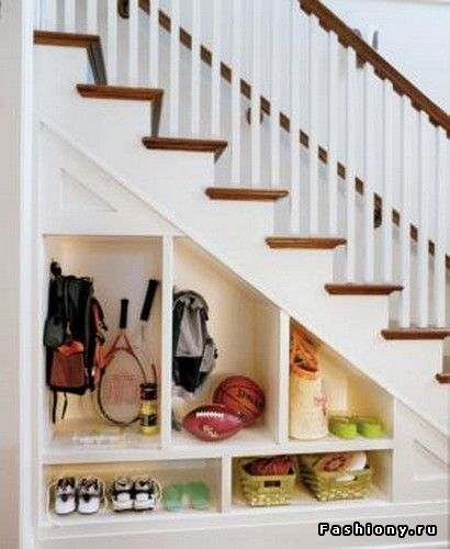 Love the idea of diferrent ways to fill the space under the stairs...