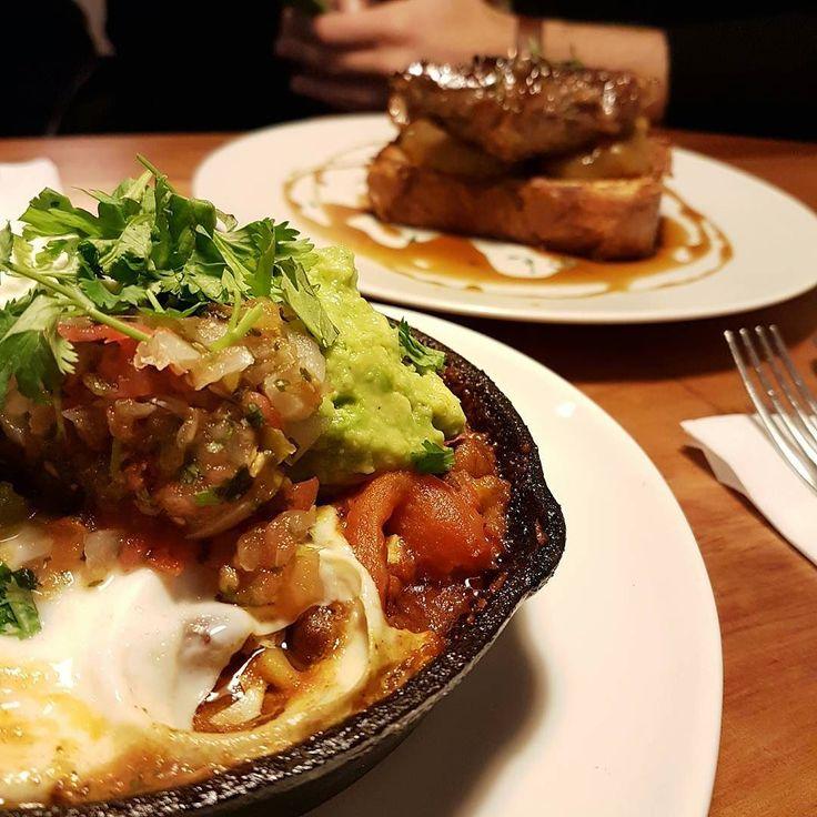 Little Collins heeft een nieuwe brunchkaart dus we gingen vanmiddag gelijk even langs.  De A Huevo! met avocado en tortilla is er op blijven staan. Nieuw is de pork bavette die ook echt gruwelijk lekker is. De bloody mary's lijken iets kleiner geworden maar die met kimchi is echt fantastisch. #brunch #Amsterdam #littlecollins #eggs #food #bloodymary #CityguysNL #saturday #depijp #pork  #nevernoteating #guacamole