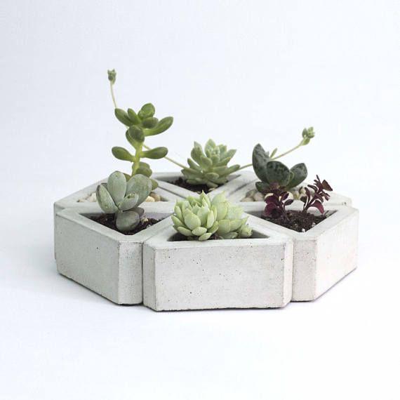 Les 25 meilleures id es de la cat gorie jardini res en for Jardiniere en beton cellulaire