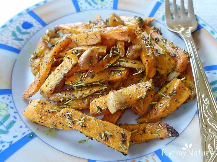 Frytki z batatów z czosnkiem jako zdrowa alternatywa klasycznych frytek  #rytmynatury#frytki#jedzenie#danie#pyszne#obiad#bataty#food#foodie#yum#pycha#dinner#foodporn