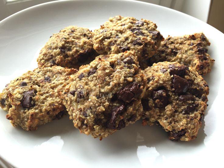 Banan-havre kakor med mörkchoklad. Låter inte så spännande va? Så därför kör vi det på engelska, låter mycket mer exotiskt och godare och ger dessa kex precis den ära de förtjänar! ;) Här kommer nämligen världens lättaste och godaste recept påBanana oatmeal chocolate chip cookies!! Lätta att slänga ihop, snabba...