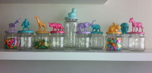 Frasco de vidrio con tapa de animales
