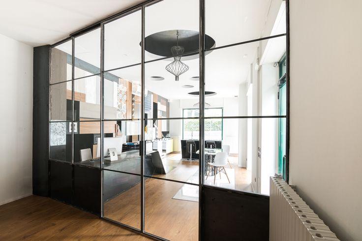 Progetto di Arkedile www.arkedile.it e realizzato da ferro&vetroLAB www.ferroevetrolab.it Parete vetrata ferro e vetro interior design steel glass doors