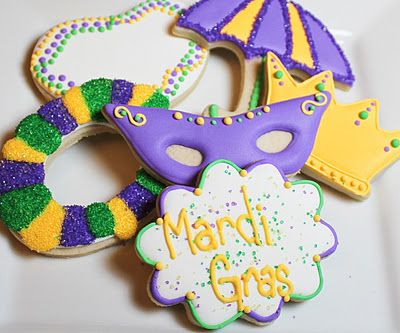 Mardi Gras cookies - love the beads and king cake