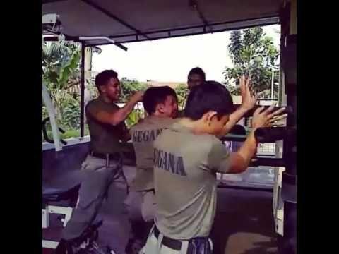 Aksi Panas Anggota Polisi Ganteng