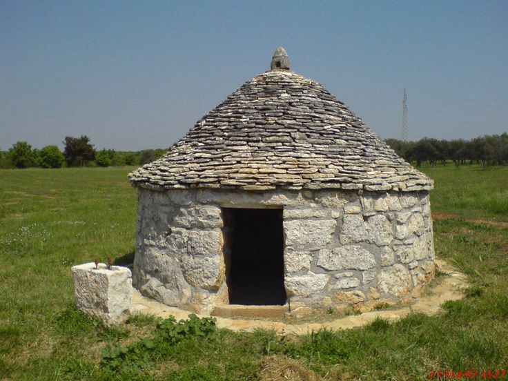 Vernacular architecture | Istrian kažun, a small circular dry stone house that served to the owner of the land on which it was built to store agricultural tools or as a shelter from the storm | Croatia