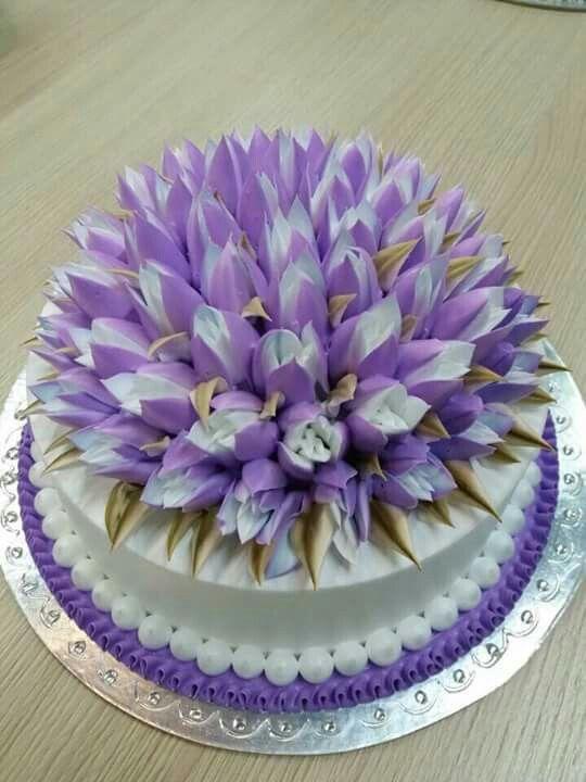 Dort marcipánový * k narozeninám - zdobený tulipány.