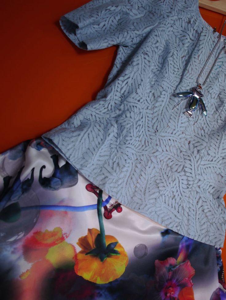 Dressed for success . Curator: María Fernanda Hernández. Designer: Skirt - Klements (London) Shirt - TELA.