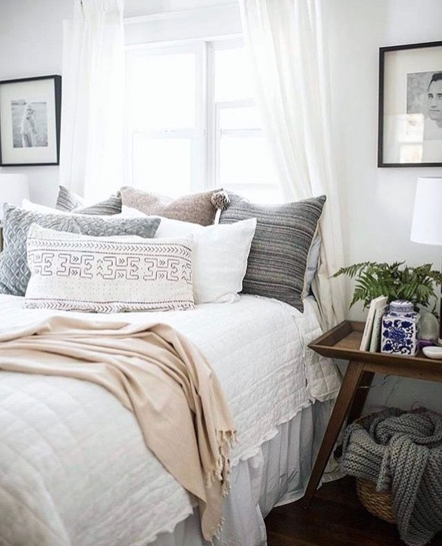 love the aztec patterned pillows and neutral colors