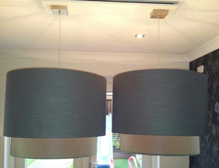 Grote dubbele lampenkappen eettafel