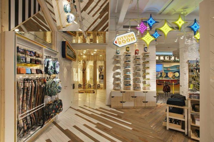 Glamshops.ro - visual merchandising / shop design / shop windows: PULL&BEAR PORTAL DE L`ÀNGEL - BARCELONA