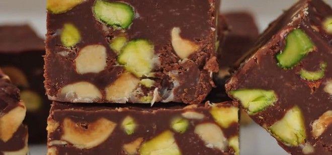 Fındık, fıstık, ceviz, badem daha neler neler. İçerisinde bol yemişler olan bir tatlı    Bol Yemişli Çikolata tarifi için tıklayın;  http://www.yemekhaberleri.com/bol-yemisli-cikolata/