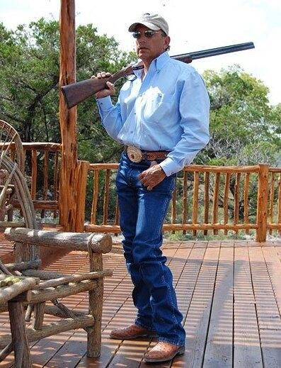 ❦ George Strait....... Oh my!!!!! Everyman should look like this!!!!
