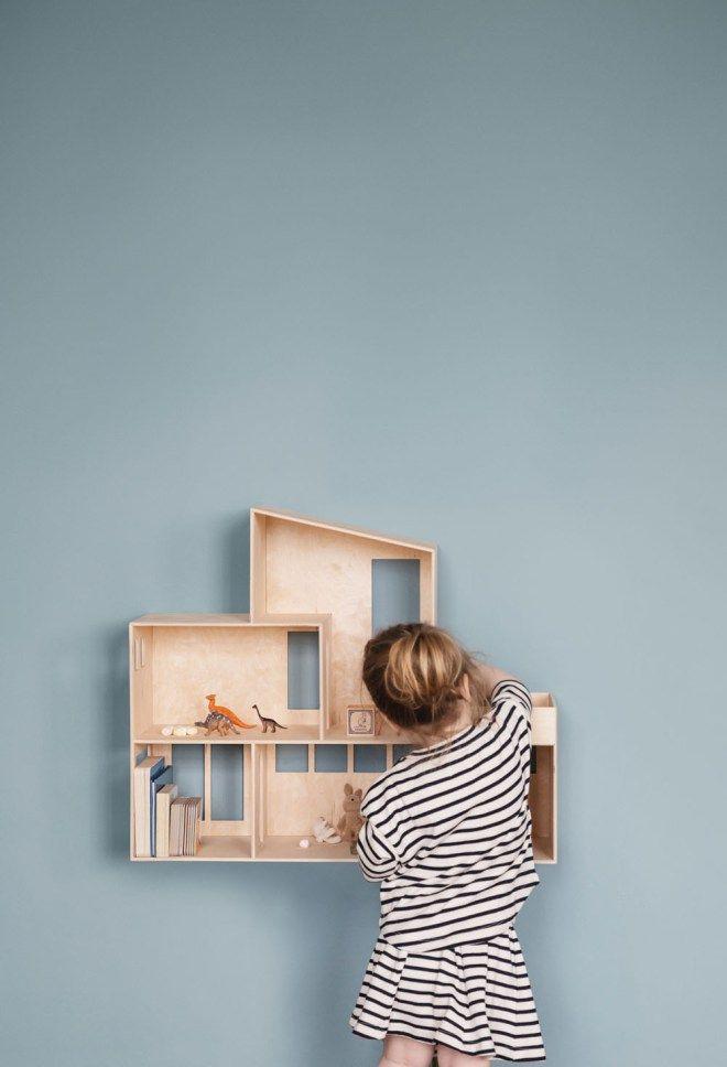Zelfgemaakt poppenhuis en opbergkast voor aan de muur: super leuk!