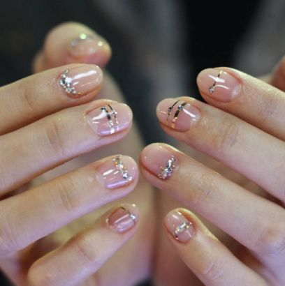 18 Glittery Korean Nail Arts That Even Minimalists Will Love Hair Makeup Pinterest Nails Art And