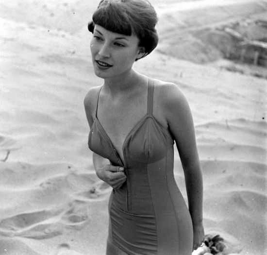 1950s swimsuit #EasyNip