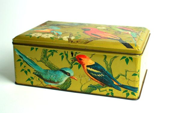 Tin box birds  Big Vintage tin box bird  by Lacabaneauxtresors