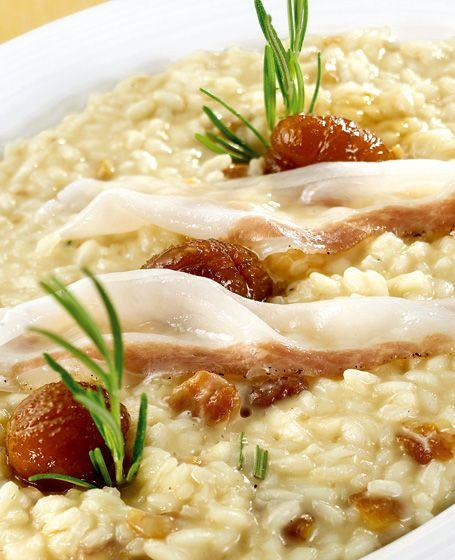 Una ricetta di riso tipicamente invernale: risotto con castagne, lardo di colonnata e rosmarino. Una ricetta semplice e gustosa.