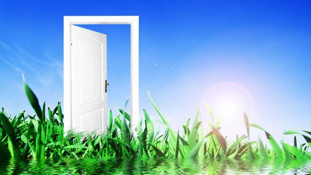 Warna Cat Pintu Yang Baik Menurut Feng Shui Bagaimana Anda memilih warna cat untuk pintu masuk utama ke rumah? Lebih berdasarkan selera atau menyesuaikannya dengan warna dinding atau desain rumah?