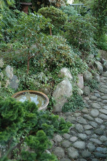 HAVETID: On the edge of nature. If you like stonework in gardens, look at this blog