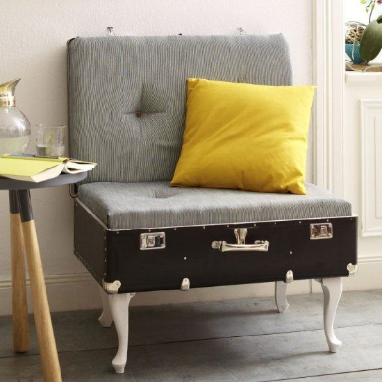Learn how to build this cozy chair with a suitcase in a few easy steps (in German).