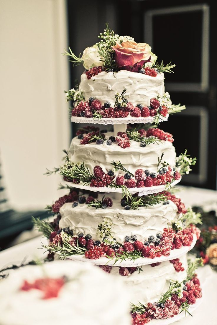 Tiered cake stand with berries for a perfect winter wedding cake