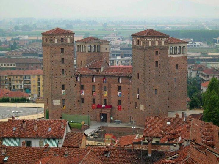 Castello dei Principi d'Arcaja - Fossano - Provincia di Cuneo - Piemonte    Foto di  Italia - Un museo a cielo aperto