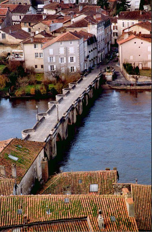 Confolens (France).