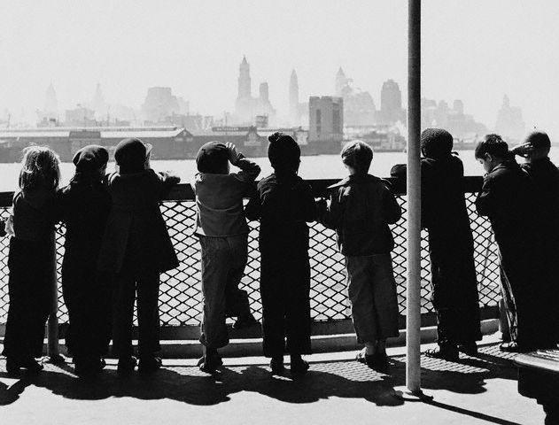 Jardines de infancia en el transbordador del Río Hudson, 1941. Lucien Aigner.