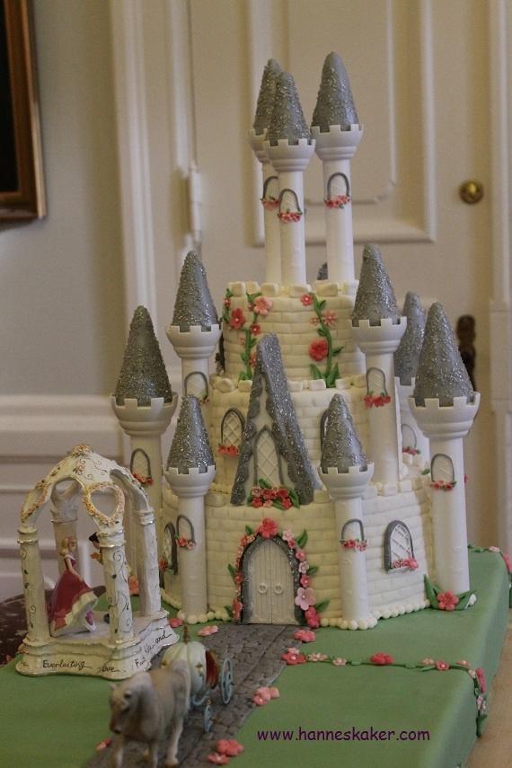 The castle on my big wedding cake. Made by www.hanneskaker.com
