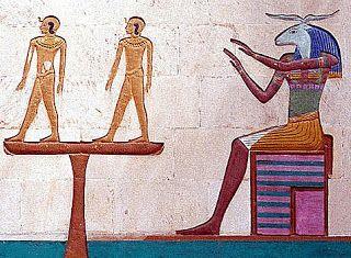 KHNUM: É o deus que criou o homem através da roda de um oleiro modelando o barro. Geralmente é representado com a cabeça de um carneiro. O principal centro de adoração era na ilha de Elefantina, em Aswan onde pertencia a tríade sua esposa Anukis e sua filha Satis. Ele era associado com o rio Nilo, já que depois da inundação a argila era vista pelos egípcios