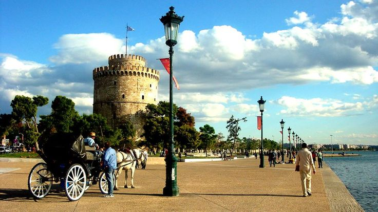 The White Tower is the symbol of Thessaloniki. Located directly on the beach and is the most famous historical monument of Thessaloniki. It is an Ottoman fortification work of the 15th century and its history coincides with that of the city. Today it is a museum. You have to Visit him and after enjoy the walk along the promenade.