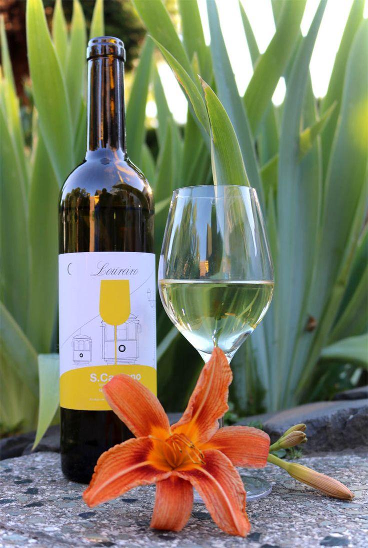 Anzeige | Vinho Verde: Portugiesischer Wein – ein sommerlicher Weingenuss. An einem lauen Sommerabend auf der Terrasse sitzen und ein Glas Weißwein genießen – nach getaner Gartenarbeit, zusammen mit Freunden beim Grillen oder einfach zum Entspannen mit einem guten Buch in der Hand.... herrlich, oder?