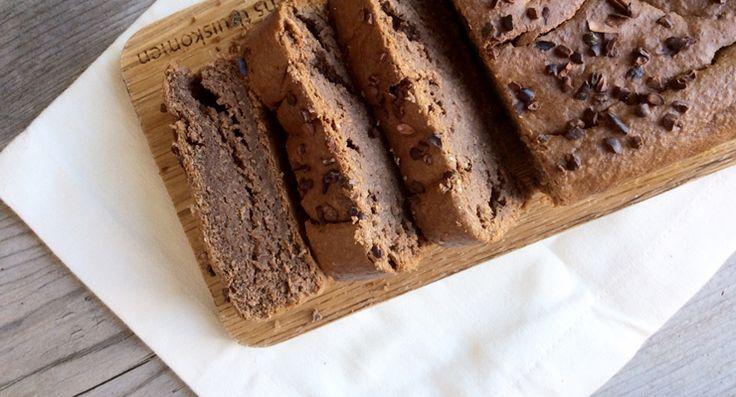 We zijn gek op chocolade en dol op cake. De beste combinatie? Chocoladecake! En heb jij even mazzel, deze is ook nog eens suikervrij!