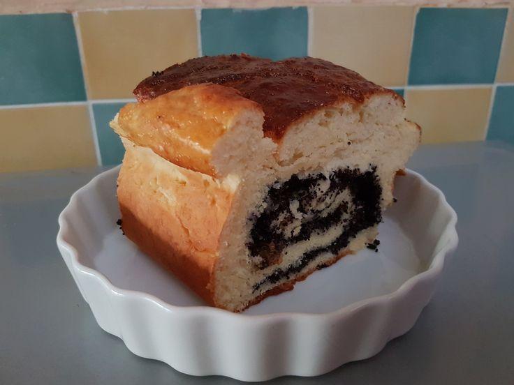 """Je vous fais voyager en Pologne à travers la recette du MAKOWIEC ou MAKOTCH, plus communément connu chez nous par """"Gâteau au pavot """"...La recette est tirée du livre """"la cuisine Polonaise"""" de Wiktoria Bosc...C'est grâce à ma grand-mère paternel que j'ai..."""