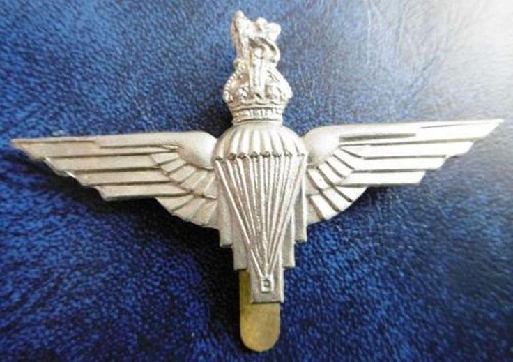 """ RED DEVILS "" United Kingdom Parachute Regiment Cap Badge. Slider intact"