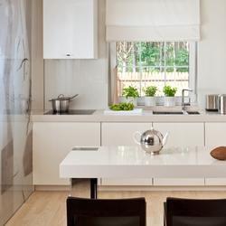 Mała kuchnia: 6 praktycznych porad jak ją optycznie powiększyć