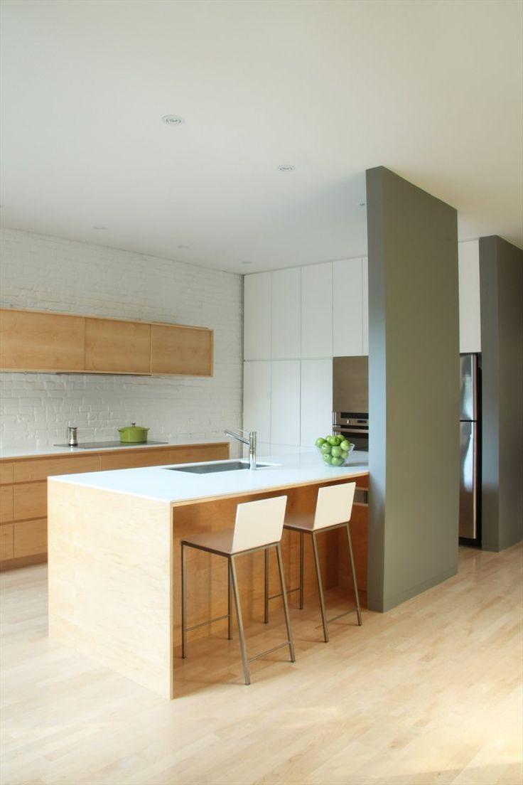 cocina moderna con isla para fregadero y barra