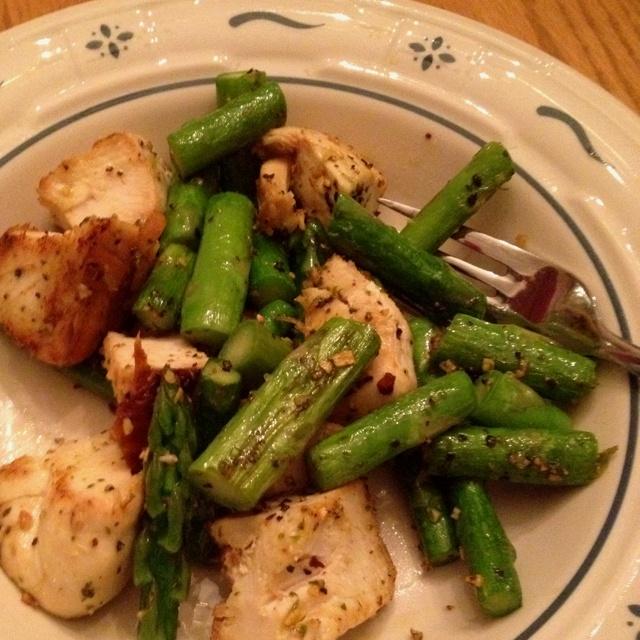 Chicken and asparagus with parmesan garlic seasoning