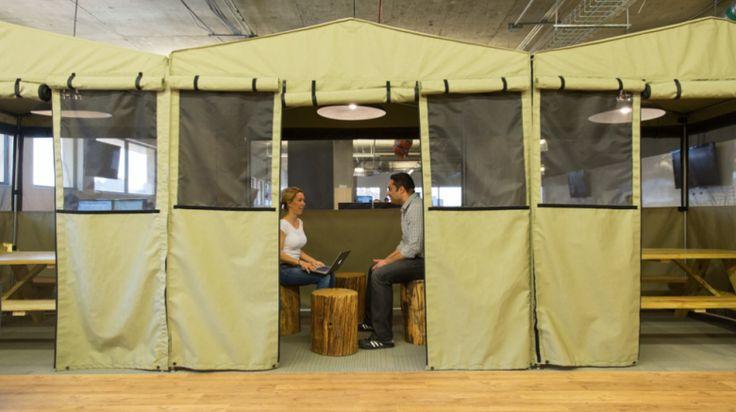 HOOTSUITE kantoor @Vancouver. Inclusief yoga studio, tent kantoortjes en nap room.