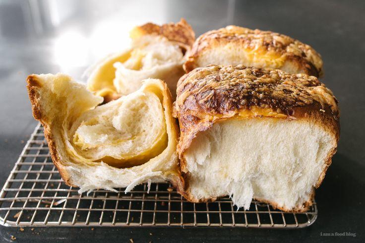 cheesy earthquake loaf - www.iamafoodblog.com