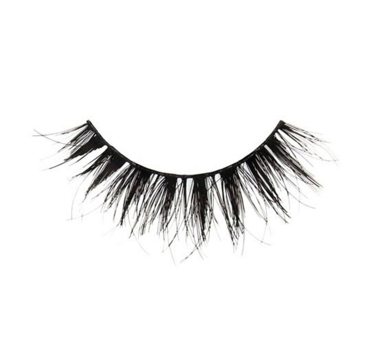 """Jennifer Lopez's eyelashes are so lush and long, they're full of secrets (and no, we will never be able to stop quoting Mean Girls). Her makeup artist, Mary Phillips, just let us in on one of those secrets: a strip of fake lashes that's actually realistic and user-friendly, even for women who would ordinarily hear """"fake lashes"""" and immediately think """"NOPE!"""" @JLO today. #shadesofblue #tca @robzangardi @marielwashere @lorenzomartinjr @tombachik #makeupbymaryphill..."""