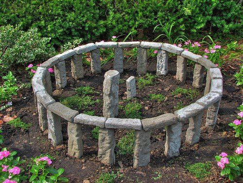 Build Your Own Stonehenge  Perfect for Fairy Gardens   http://recycledawblog.blogspot.com/2012/12/build-your-own-stonehenge.html