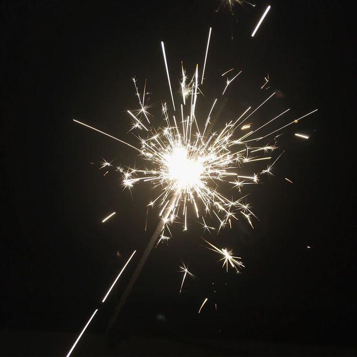 Wir wünschen euch ein frohes neues Jahr! Auf viele weiteren tolle Momente gemeinsam!  #bestnine2017 #bestnine #rückblick #tb #throwback #throwbacktime #wunderbar #happy #frohesneues #happynewyear #silvester #neuesjahr #aufeinneues #aufeinneuesjahr #neverstopexploring #fun #happy #zuhauseistesamschönsten #instafood #instafit #meinereise #meinweg #abenteur #exploremore #explore #sparkle