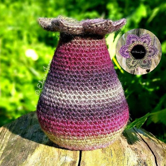 UK Crochet Pattern for Sculptural Crochet Vase by ElviraJaneQ on Etsy. © Elvira Jane. Also available in US crochet terms. #crochetpattern #yarnsculpture #diycrafts