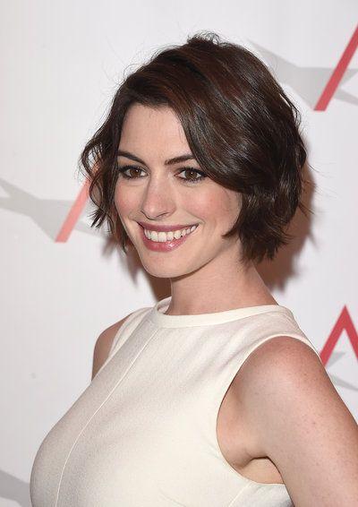 anne hathaway bob | Anne Hathaway: Stufiger Bob !Anne Hathaway - Alle Frisuren!                                                                                                                                                                                 Mehr
