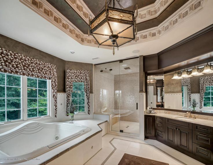 Luxurious Master Bathroom at 3 Michaels Way in Colts Neck, NJ #coltsneck #realestate #luxurylifestyle #bathroom #bathroomdesign