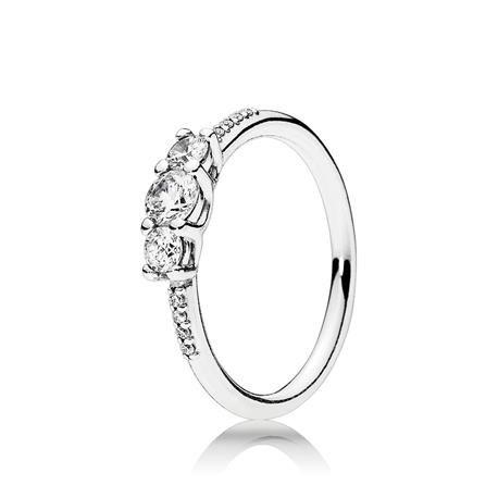 Anillo PANDORA Brillo de cuento de hadas. 196242CZ  Ser princesa por un día es posible gracias a este maravilloso anillo. Su diseño en plata de ley combinado con circonitas transparentes, lo convierten en una pieza de ensueño.