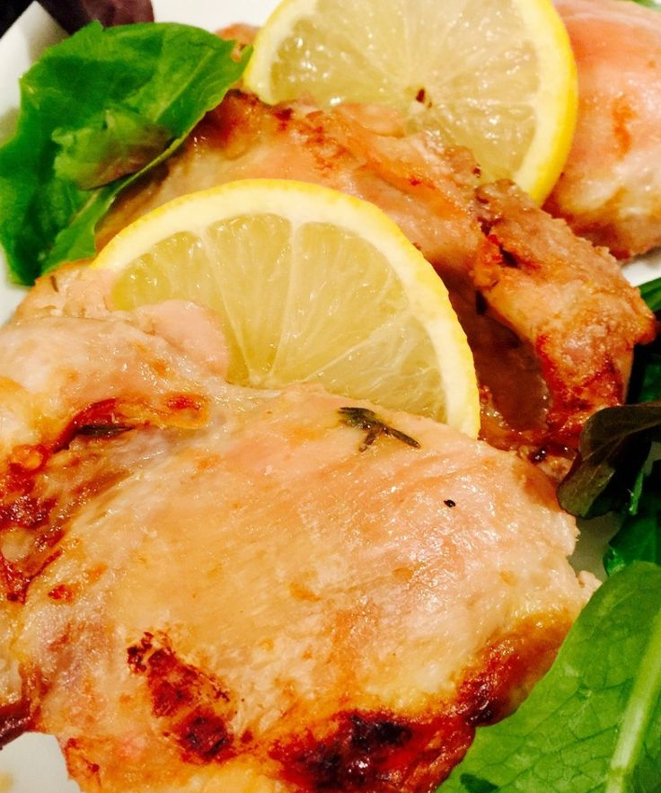 Baked Lemon Garlic Chicken Thighs {21 Day Fix} - Recipe on ConfessionsOfaFitFoodie.com